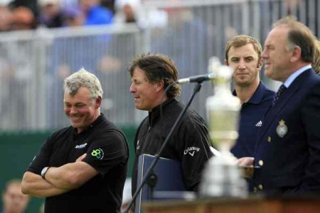 Darren Clarke shares a joke with Phil Mickelson at the Open Championship presentation. Picture Credit / Phil INGLIS / www.golffile.ie