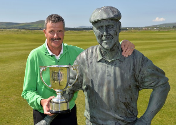Champion Adrian Morrow (Portmarnock) pictured with a statue of Payne Stewart after his victory at the 2014 Irish Seniors Amateur Open Championship at Waterville Golf Club. Picture by Pat Cashman   cashmanphotography.ie