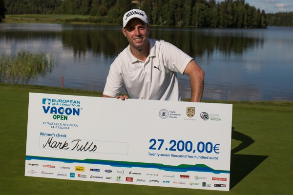 Mark Tullo with his cheque for winning the 2014 Vacon Open. Picture courtesyJuhaHakulinen