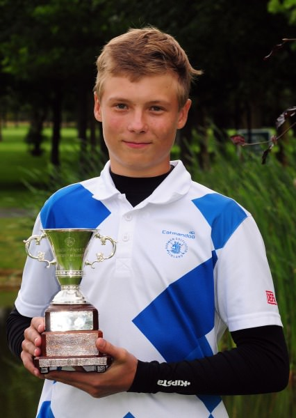 Perre Papunen (Finland) with the Irish Under 15 Boys Amateur Open Championship trophy.  Picture by   Pat Cashman