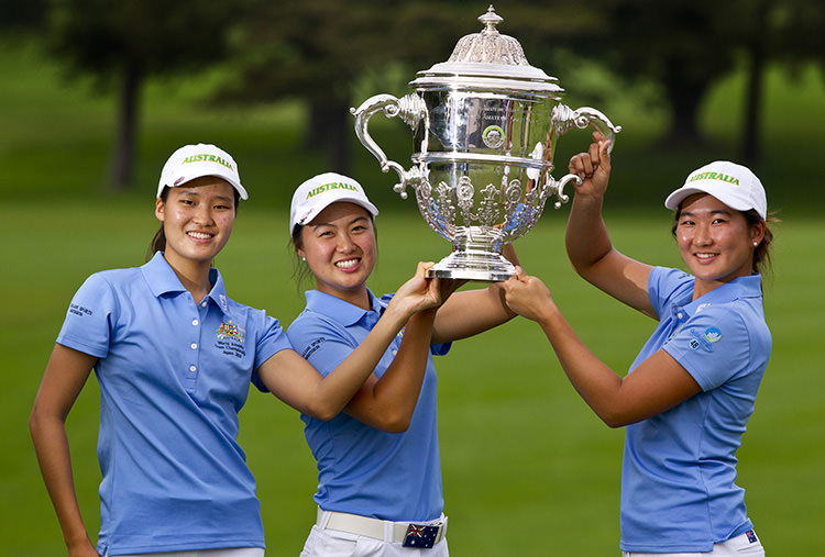 Australia team members Shelly Shin (left), Minjee Lee and Su Oh lift the Espirito Santo Trophy in Japan. ©IGF/Steven Gibbons)