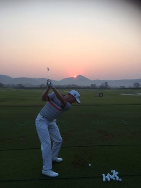 """""""Sun coming up at 7 am this morning on the range"""" -  @mikehoeyni"""