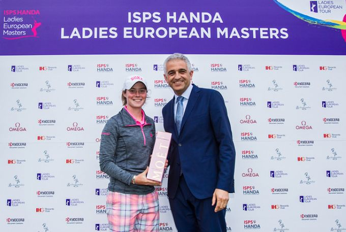 Runner up Leona Maguire is presented with a bottle of pink Champagne by Ivan Khodabakhsh. CEO, Ladies European Tour. Picture: Ladies European Tour.