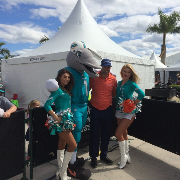 Pádraig Harrington poses with the Miami Dolphins mascot and a pair of cheerleaders at the Honda Classic