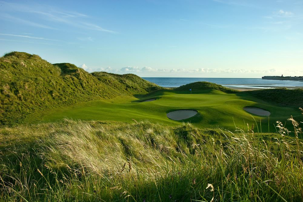 The 11th green at Lahinch on a fine day