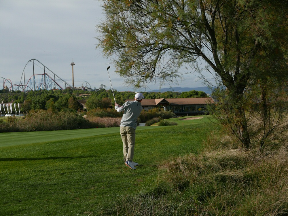 Gavin Moynihan plays hit fourth shot to the 18th at Lumine's Lakes Course. Picture © Brian Keogh