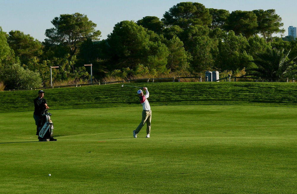 Gavin Moynihan plays his approach to the ninth. Picture © Brian Keogh