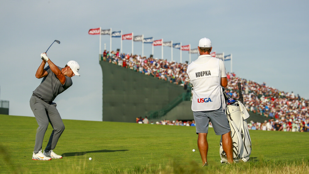 rooks Koepka hitting his approach shot to the 18th green during the final round of the 2018 U.S. Open at Shinnecock Hills Golf Club in Southampton, N.Y. on Sunday, June 17, 2018. (Copyright USGA/Jason Miczek)