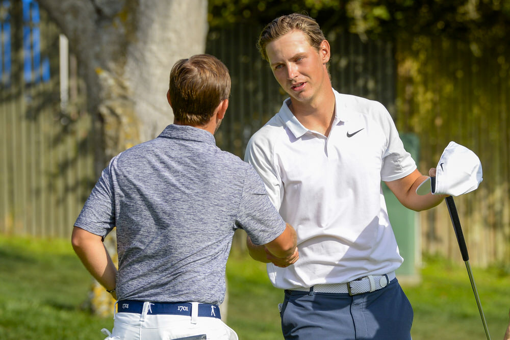 Eoin Leonard, left, congratulates Kristoffer Reitan, right, after Reitan won 6 and 4 during the round of 64 at the 2018 U.S. Amateur at Spyglass Hill Golf Course in Pebble Beach, Calif. on Wednesday, Aug. 15, 2018. (Copyright USGA/JD Cuban)