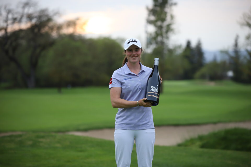 """Leona Maguire shows off her """"trophy"""" — a three-litre bottle of wine courtesy of the Windsor Golf Classic sponsors. Picture courtesy Symetra Tour"""