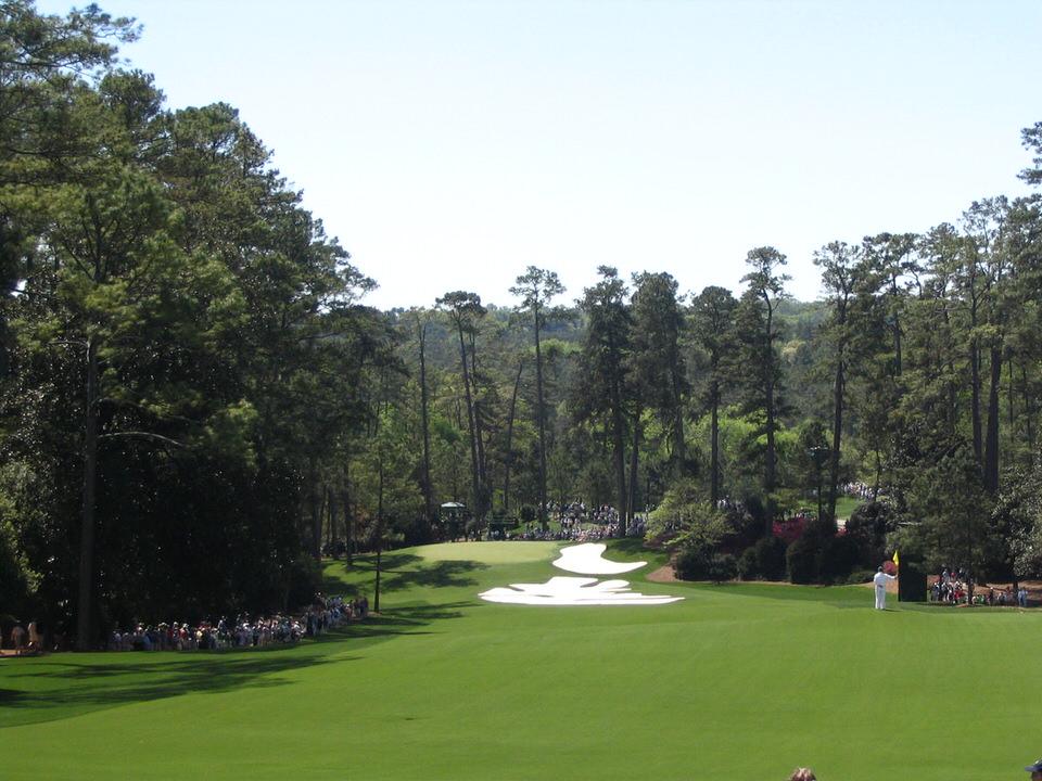 Augusta_National_Golf_Club,_Hole_10_(Camellia)-1.jpg