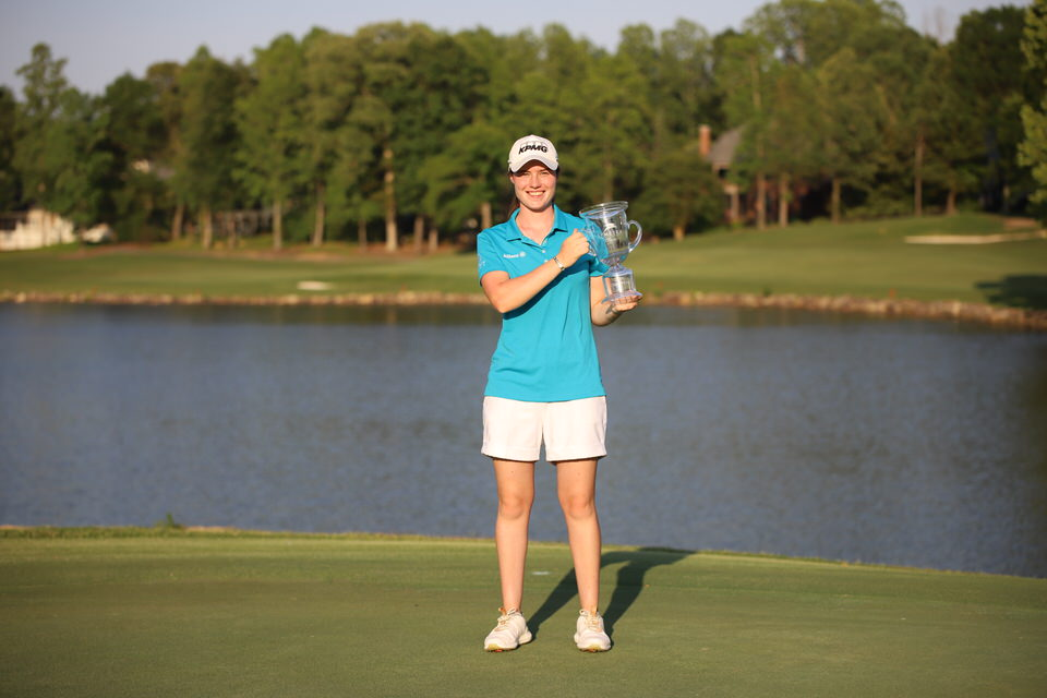 Leona Maguire holds trophy.JPG
