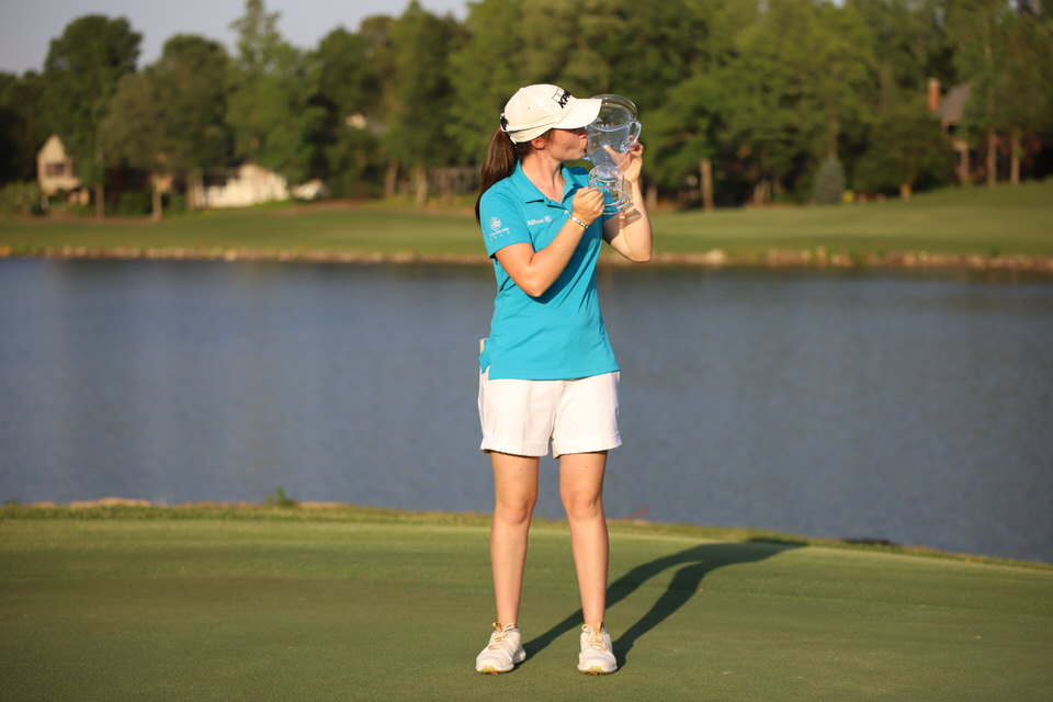 Leona Maguire kisses trophy (distance).JPG