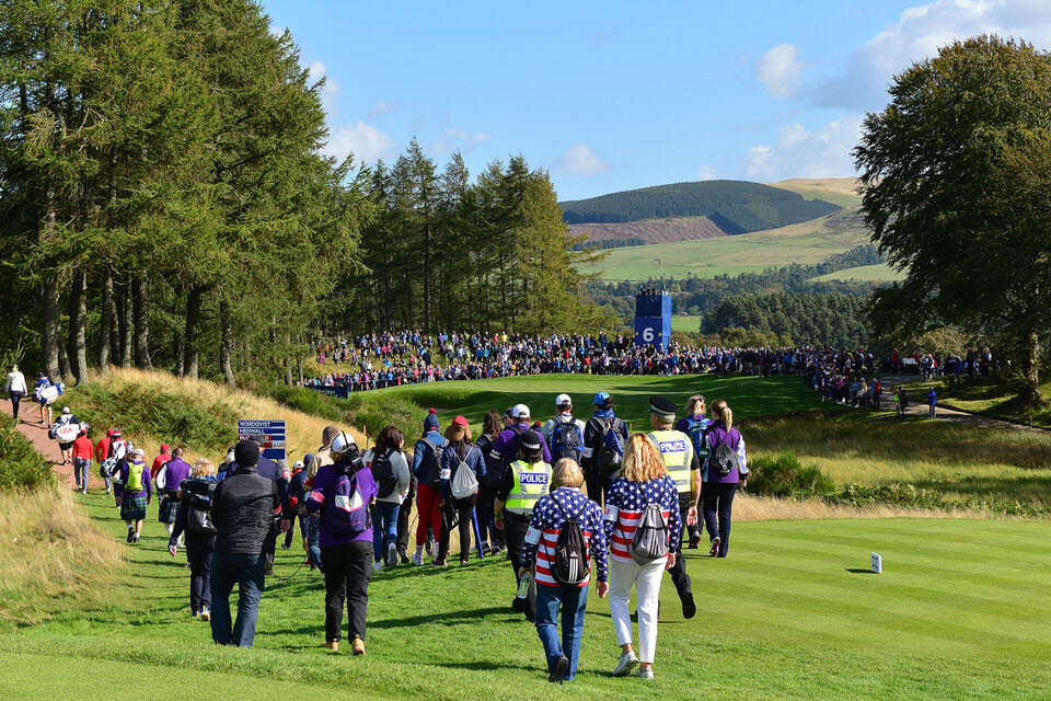 13.09.19. Ladies European Tour 2019. The Solheim Cup, PGA Centenary Course, Gleneagles Hotel, Scotland. 13-15 September 2019. Crowds and players walk to the 6th green during Friday afternoon foursomes. Credit: Mark Runnacles/LET