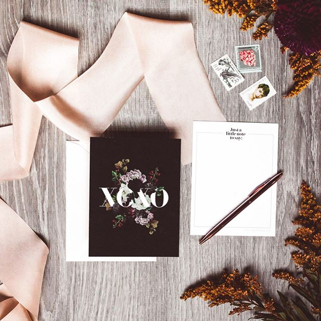 You know you're old when Gossip Girl is getting a reboot... 🤦🏻♀️ #xoxo . Double tap if you'd send some love with one of these cards from our Taste tablescape hosted by @rochesterindieweddings and @kineventspace . Photos 🖤// @jennyberlinerphoto  Planning 🍾// @gatherplanninganddesign
