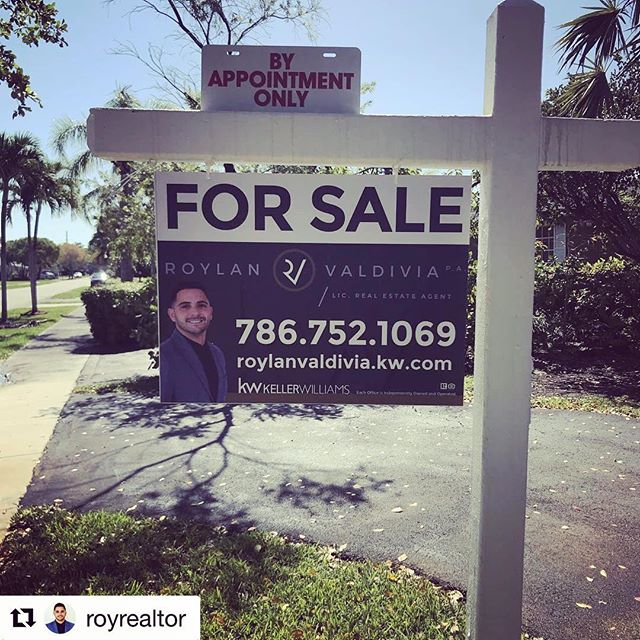 #repost from one of our favorite #miamirealtor @royrealtor had us print his #forsale pvc signs! If you are a #realtor do yourself a favor a call us for a quote today! . . . . . #realestate #realestateagent #realestatefarming #realeststemarketing #realestatespecialist #sign #openhouse #miamirealty #kellerwilliams #listingagent #listing #marketing #design #creativedesign #printshop