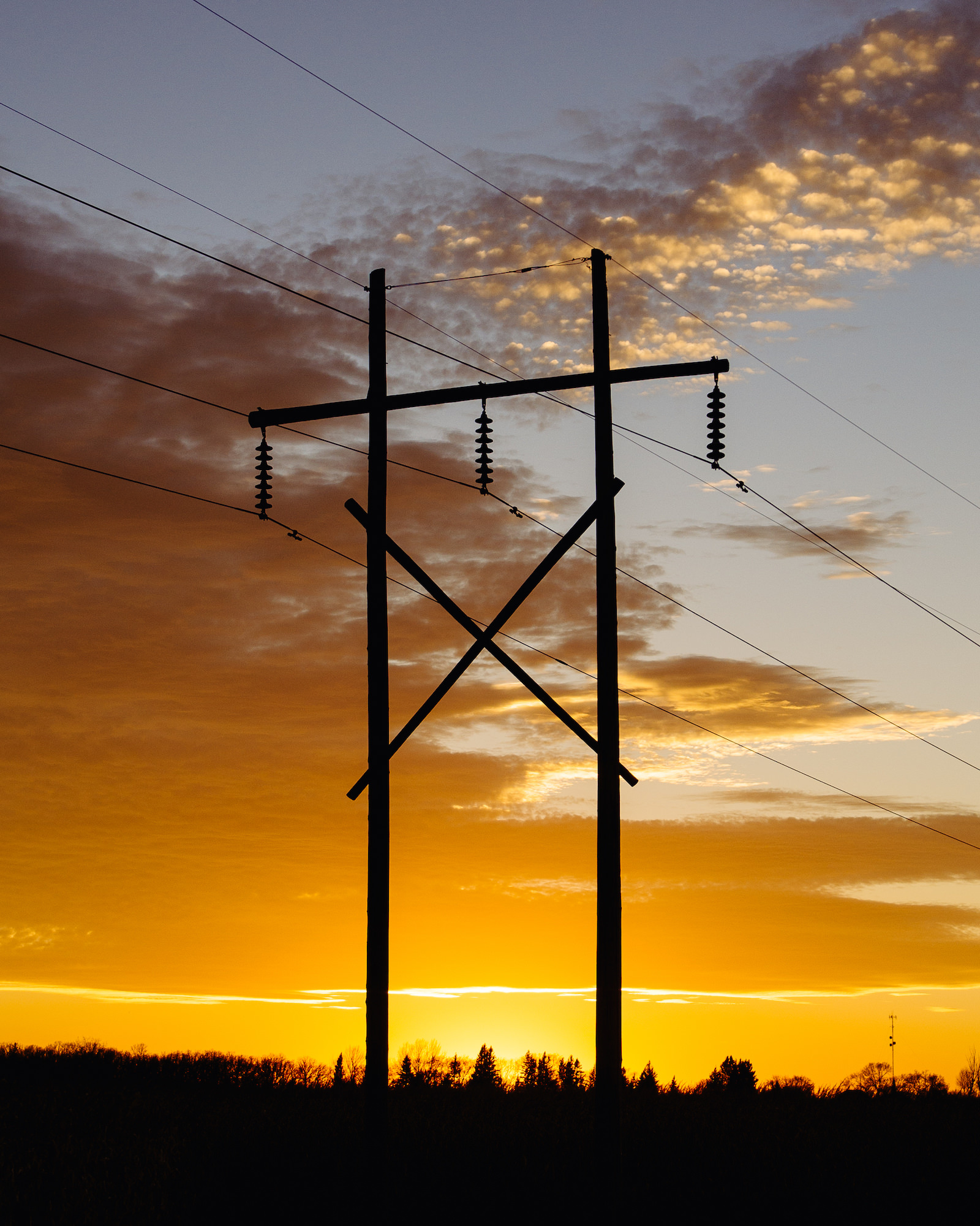 polar-visual-taylor-sheppard-photography-photo-video-motion-design-graphic-stonewall-winnipeg-manitoba-sunset-powerline-clouds-sky-color-colour.jpg
