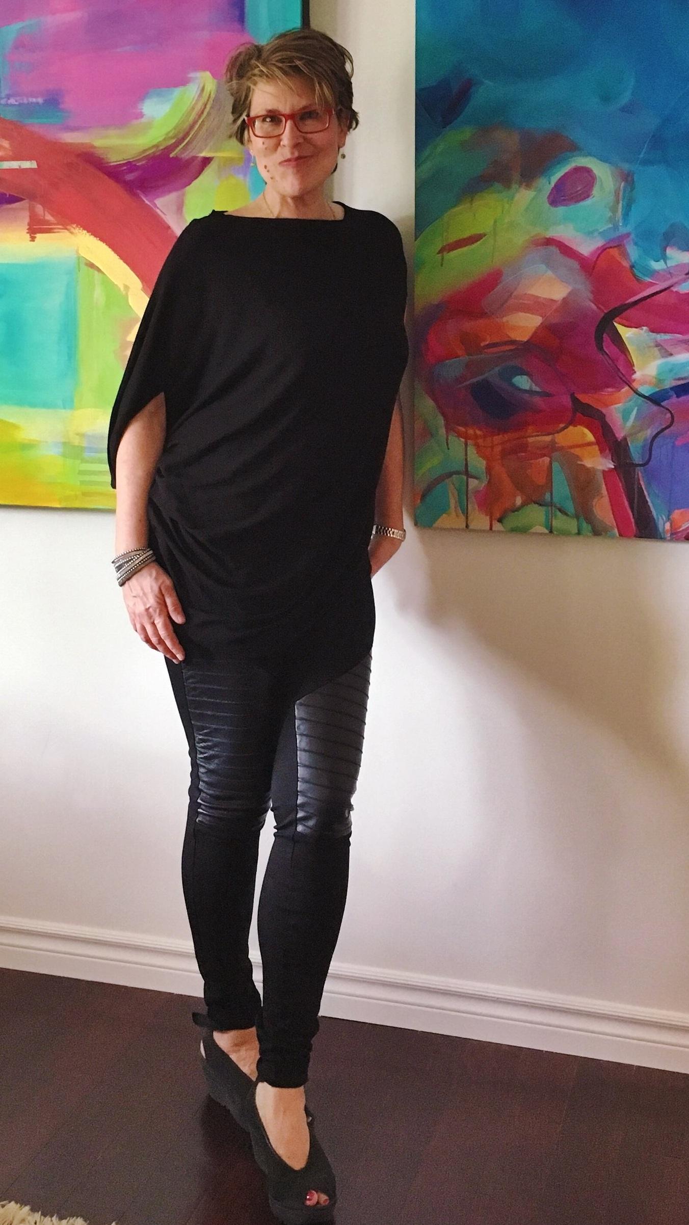 Kati Bujna - fine artist, art decor designer makes original and custom fine art tailored to interior styles. Visit Kati Bujna Fine Art studio and art gallery in Cambridge, Ontario.  Contact the studio manager today .