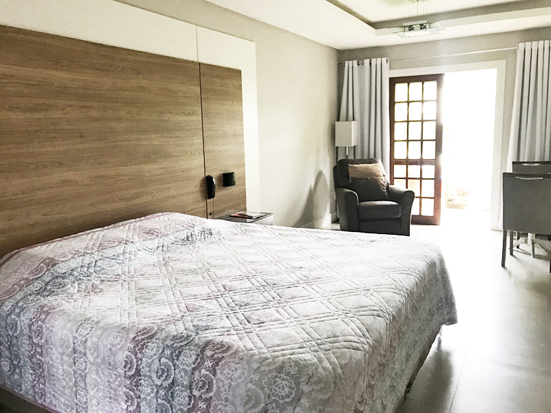 Suíte Saint Germain: acomoda duas pessoas, podendo adicionar uma cama extra
