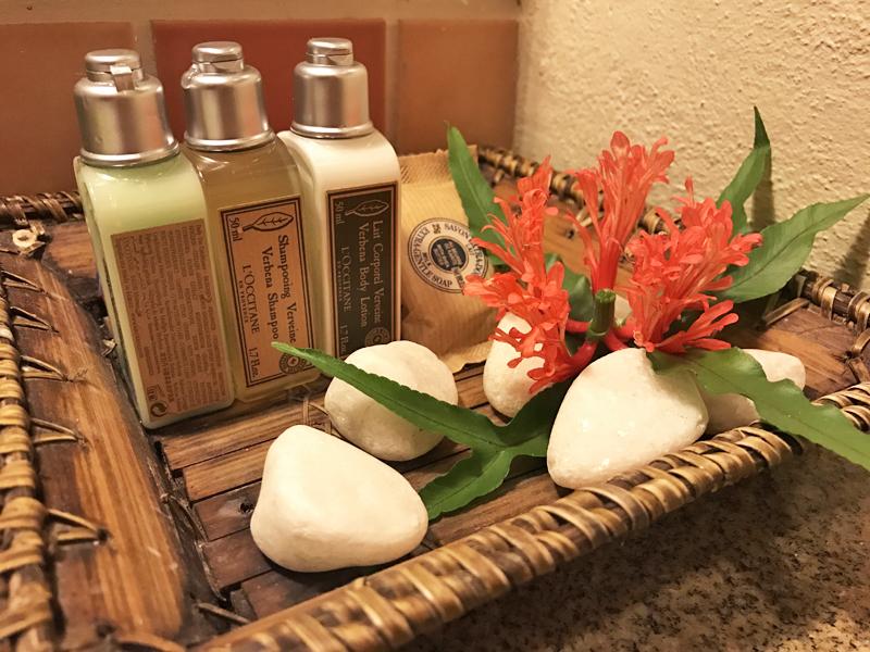 Shampoo, condicionador, loção corporal e sabonete da marca L'Occittane