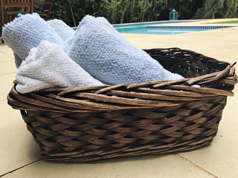 Toalhas de piscina disponíveis o tempo todo para os hóspedes