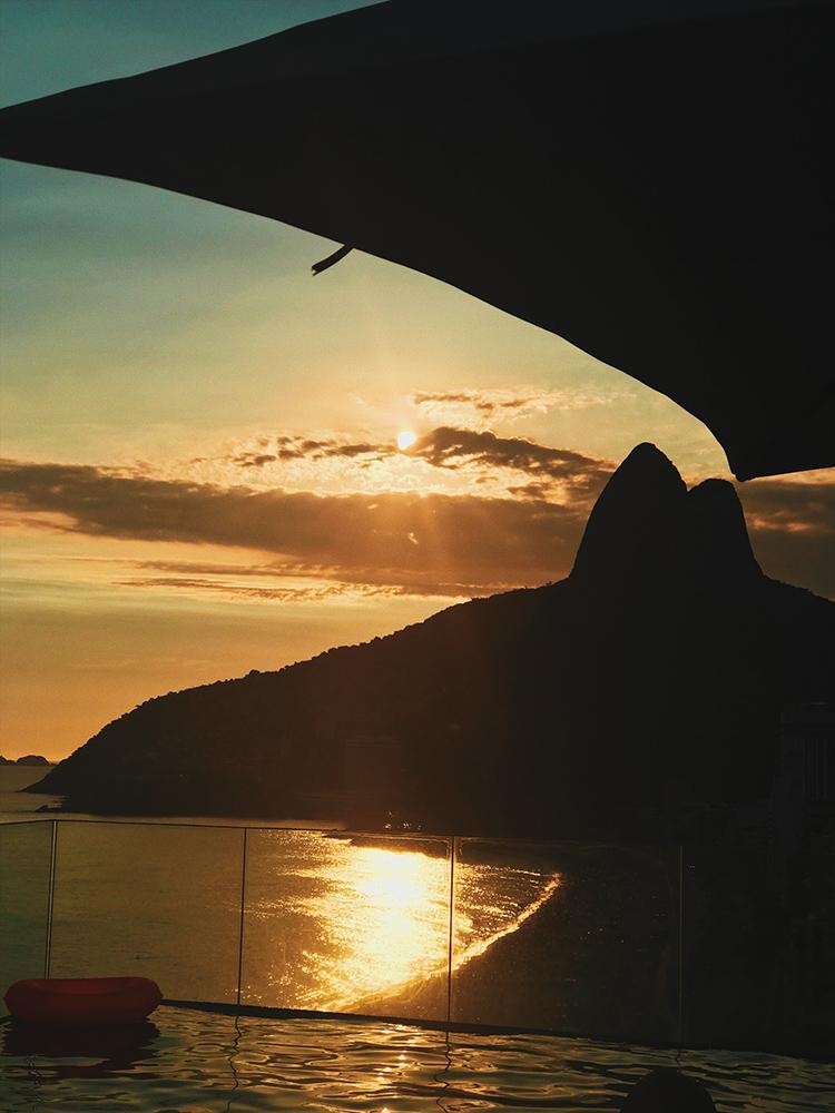 MORRO-DOIS-2-IRMAOS-IPANEMA-RIO.jpg