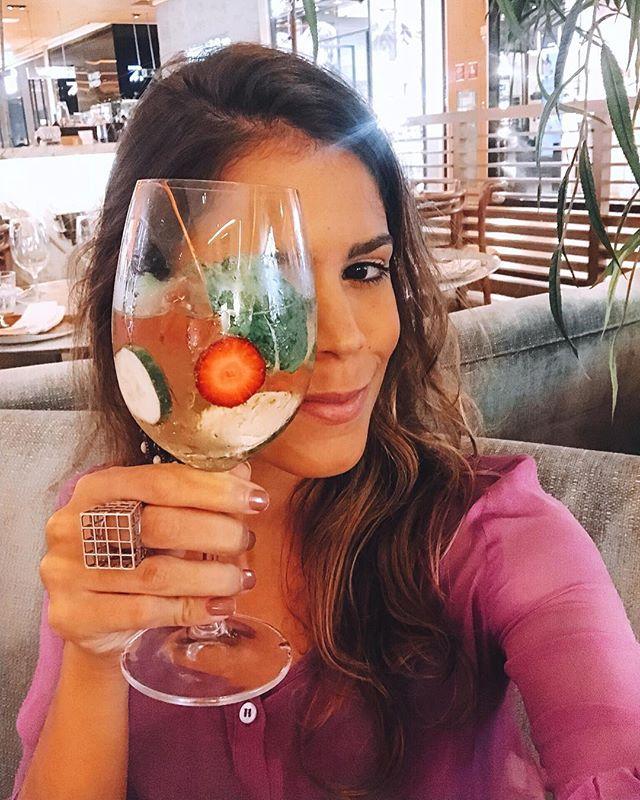 #selfie experimentando o drink lillet vive l'aperitif aqui no @delplinrio 🍹 com lilet blanc, pepino, morango, hortelã e riverside tônica 😍🍃🍓 SUPER FRESH! #MandzyPeloRio
