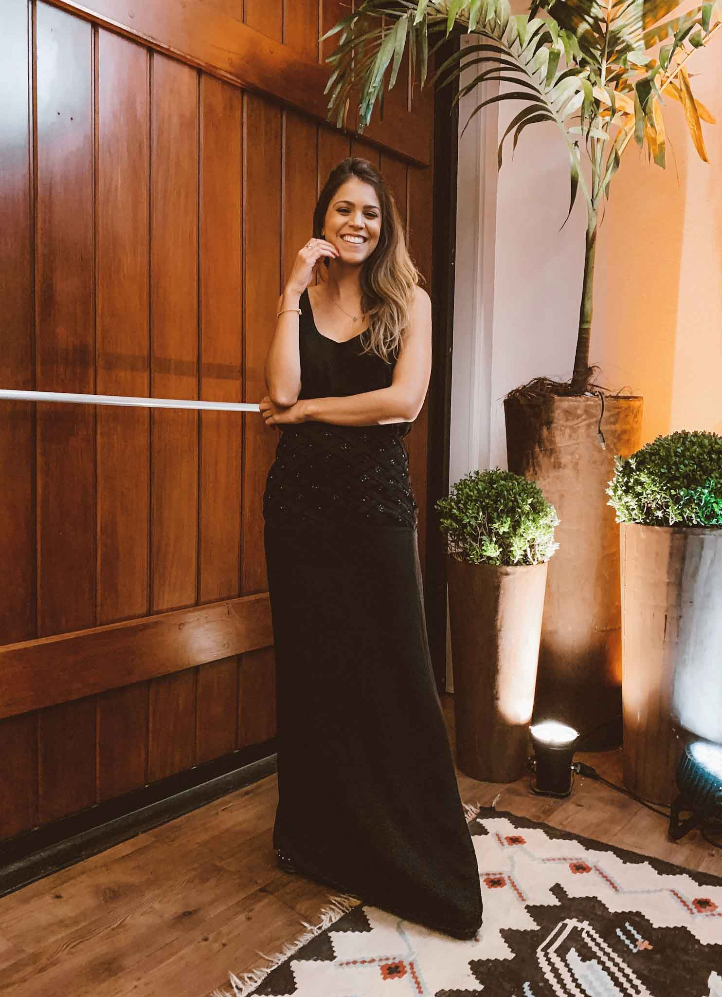 vestido-preto-com-bordados.jpg