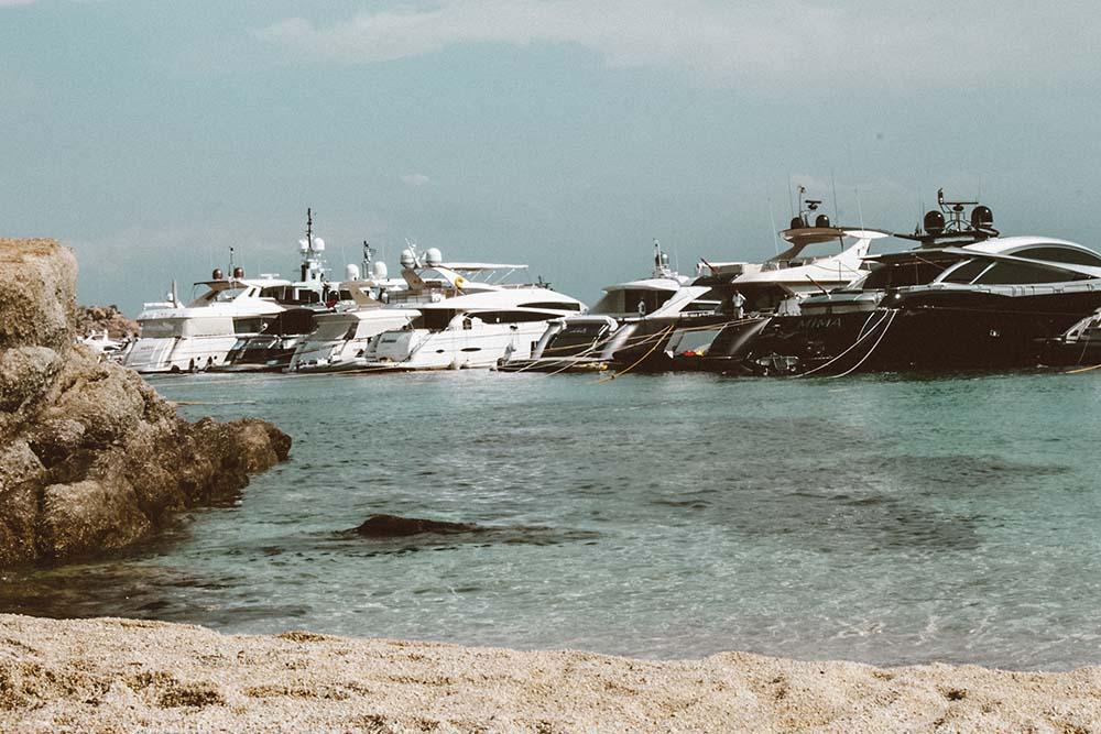 barcos-psarou-mykonos.jpg