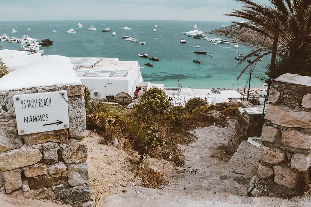 entrada-praia-psarou-mykonos.jpg