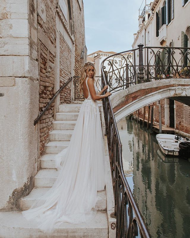 Fairytale in Venice 💫 wearing @bhldn  #CaraJourdanTravel photo by @paigeowenphoto