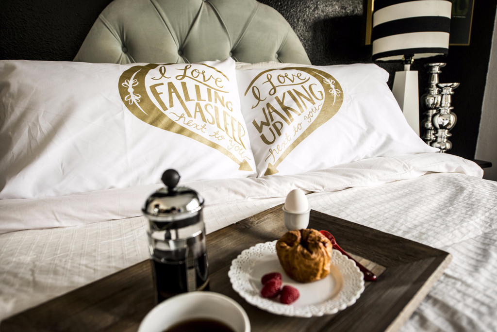 Next to You pillowcases - Gold