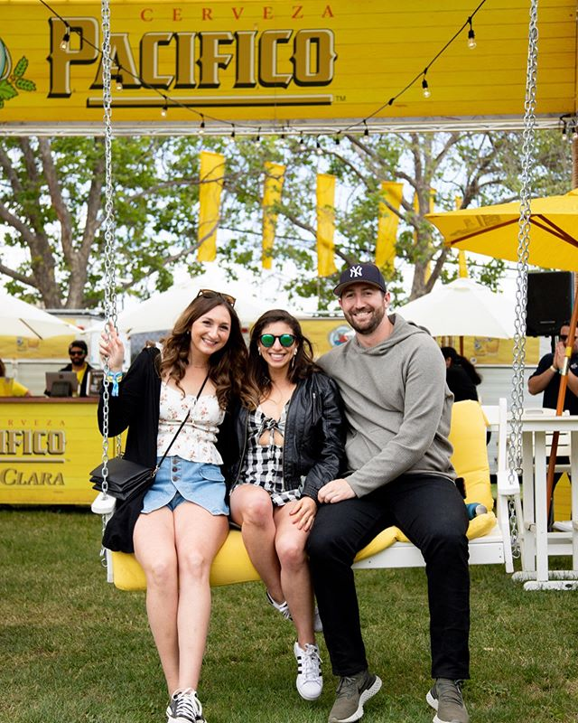 Friends + Cold beer ☑️ 🍻 @pacificobeer •••••••••••••••••••••••••••••••••••••••••••••••••••••• • • • • • Bottlerock 2019 Shot for: @bottlerocknapa  W/📸: @aperture.media  C: @pacificobeer •••••••••••••••••••••••••••••••••••••••••••••••••••••• • • • • • #bottlerock #bottlerocknapa #napa #napavalley #concert #event #festival #lifestyle #beer #pacifico #friends #goodtimes #eventphotographer #eventphotography #festivalshots #concertlife #summer #summerfun #napaphotographer #napavalleyphotographer #california #bayarea #bayareaevents #travel #brand #pacificobeer #drinks🍹