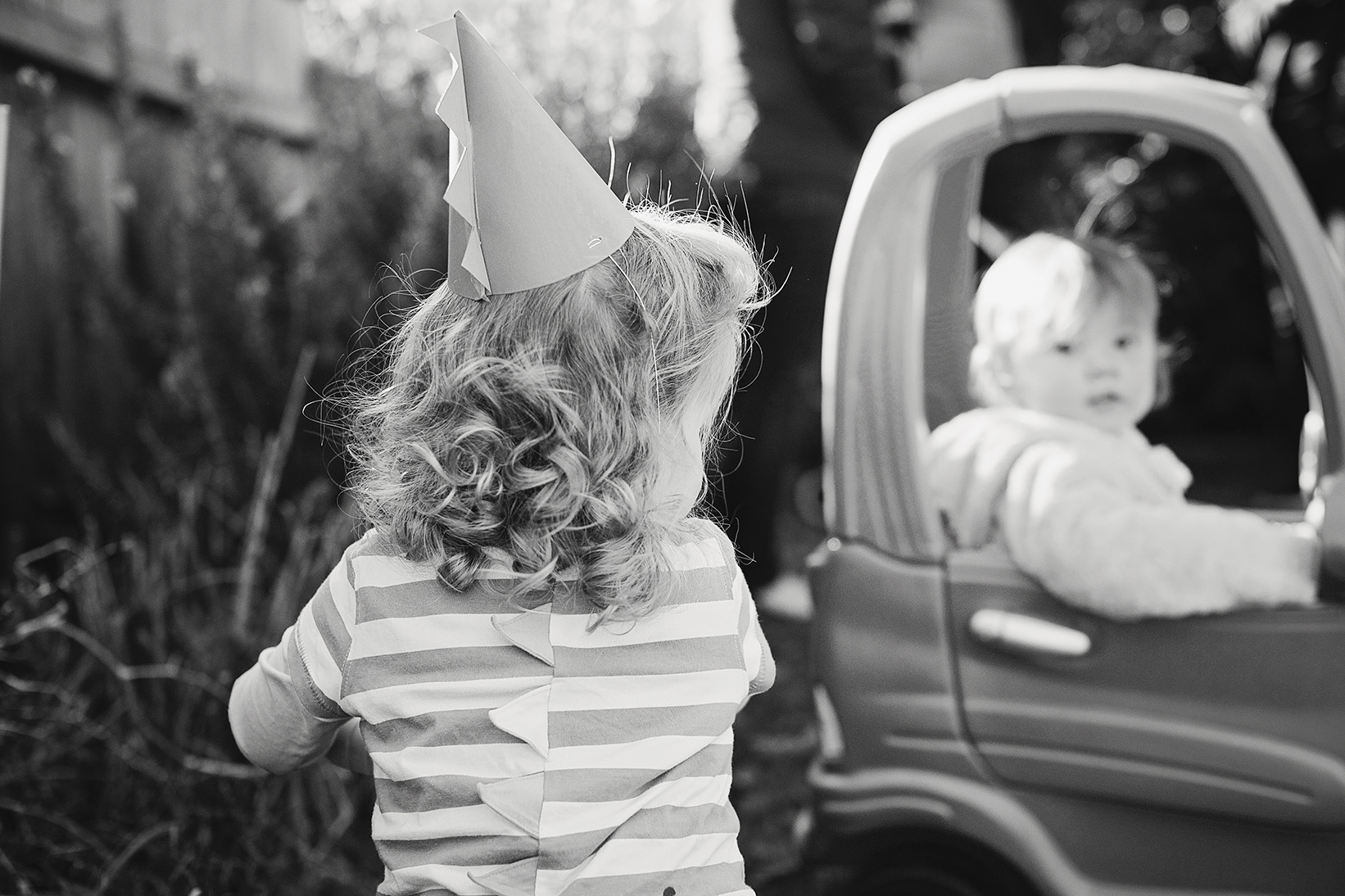 Candid Natural Kids Dino Birthday Party Portraits 09.jpg