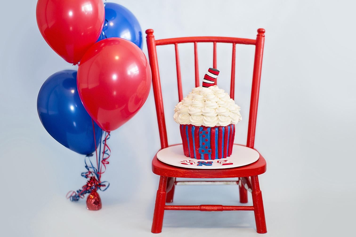 Doctor Seuss First Birthday Cake Smash 03.jpg