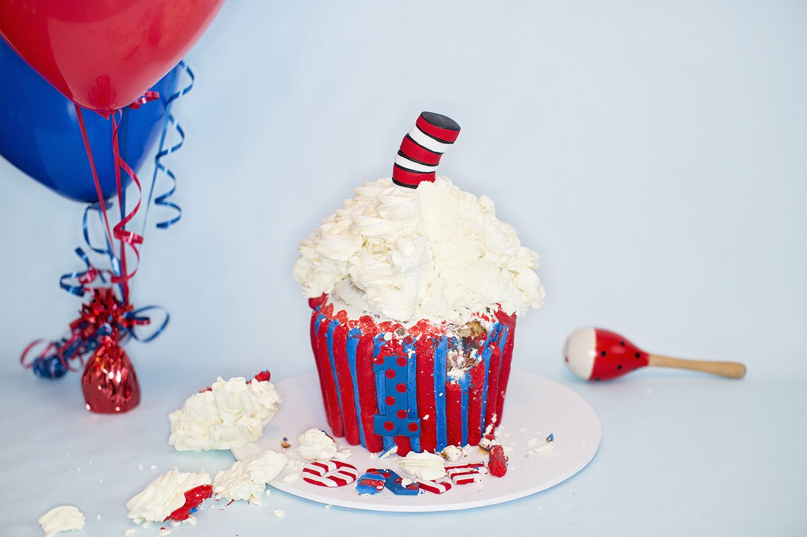 Doctor Seuss First Birthday Cake Smash 06.jpg