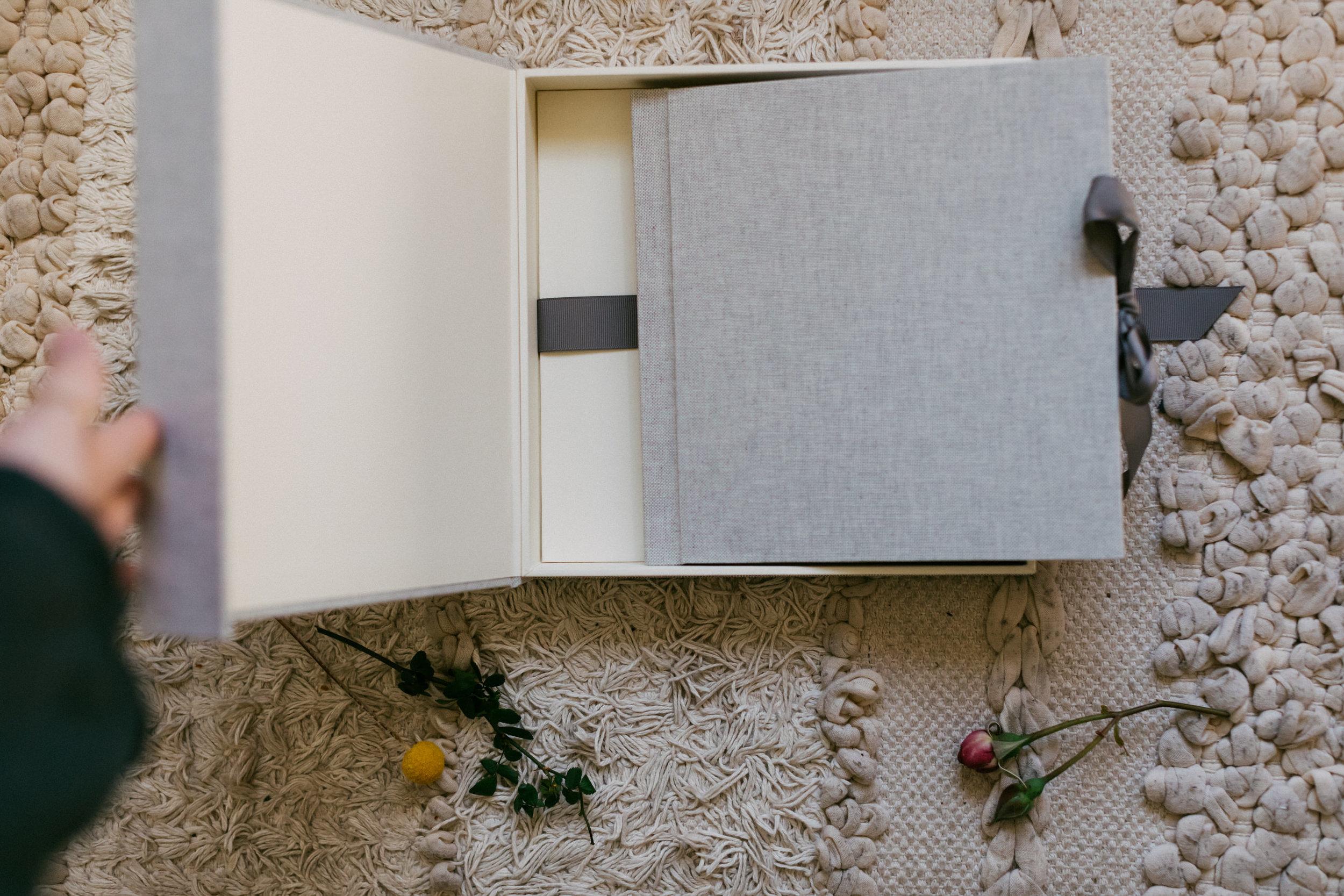 """Grey 8x8"""" Linen Album"""