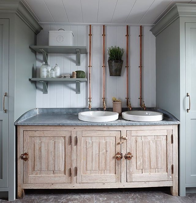 Reclaimed florist sinks fitting perfectly between modern joinery..... trying to create a scheme that incorporates reclaimed items is always tricky and requires so much effort, from restoration, drilling and adapting the wastes to creating bespoke brass taps that work with the unit.... but its so worth it in the end !!!! #reclaimedwood #reclaimed #eclecticinteriors #brasstaps #interiordesign #bootroom #tomhouseproperty