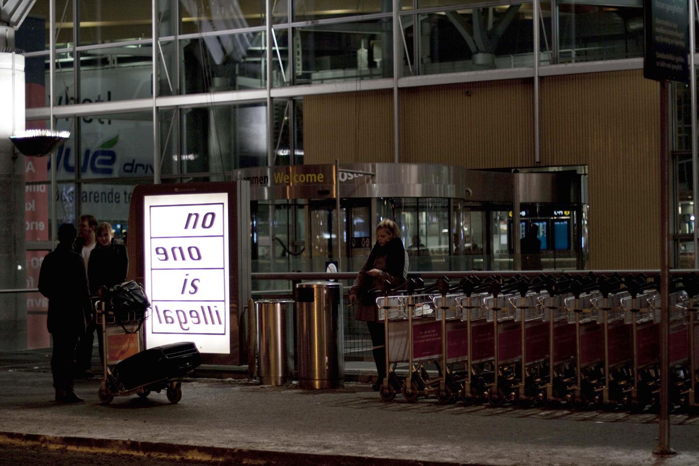 Pay Attention Motherfuckers-Oslo Lufthavn 0007.jpg
