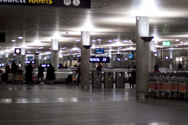 Pay Attention Motherfuckers-Oslo Lufthavn 9567.jpg