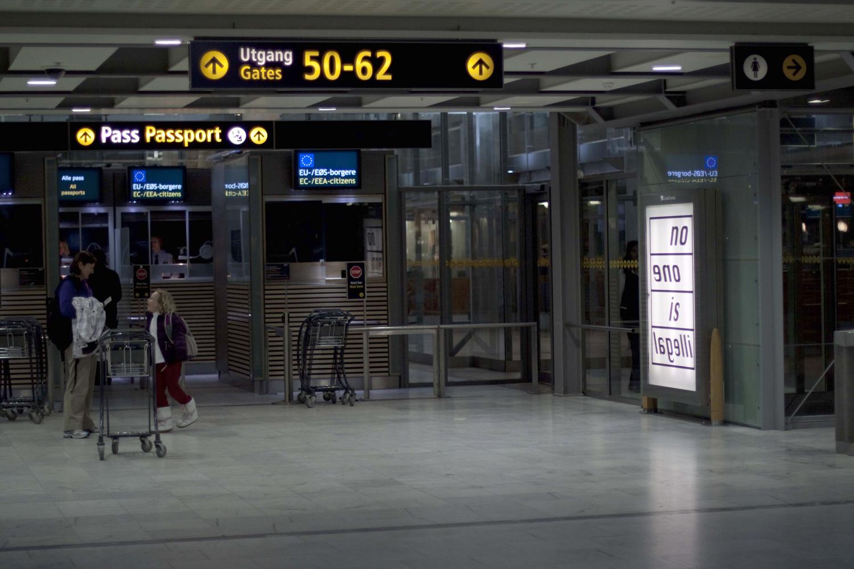 Pay Attention Motherfuckers-Oslo Lufthavn 9756.jpg