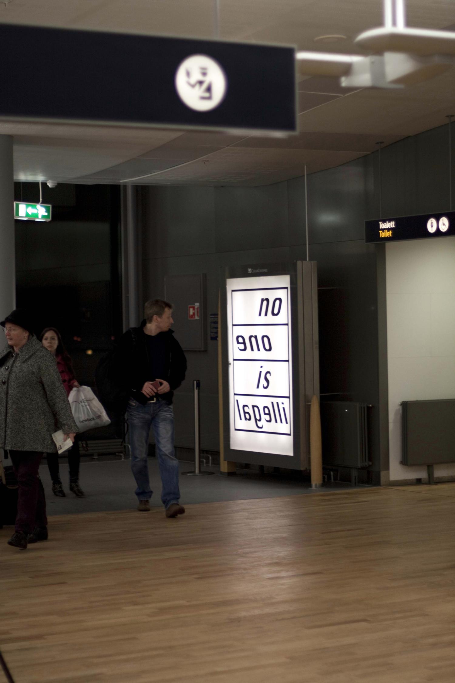Pay Attention Motherfuckers-Oslo Lufthavn 9883.jpg