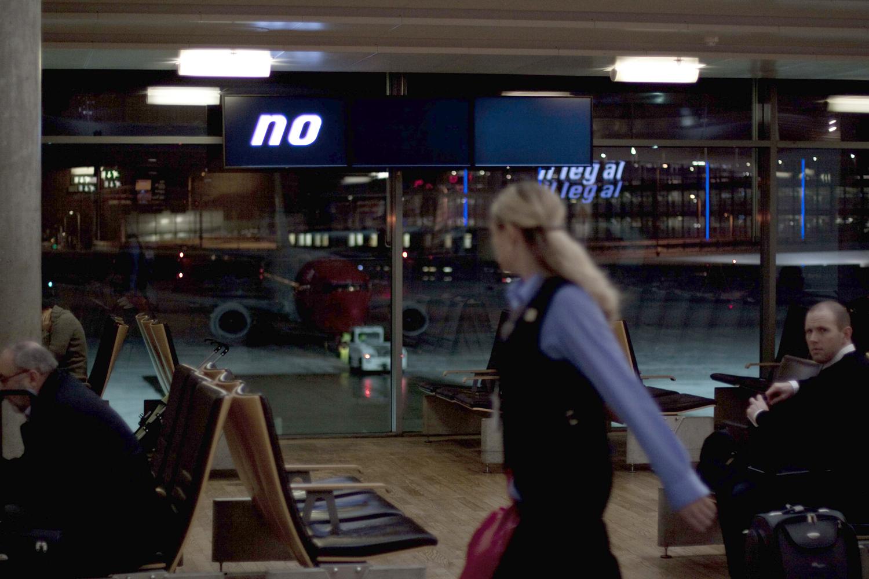 Pay Attention Motherfuckers-Oslo Lufthavn 9940.jpg