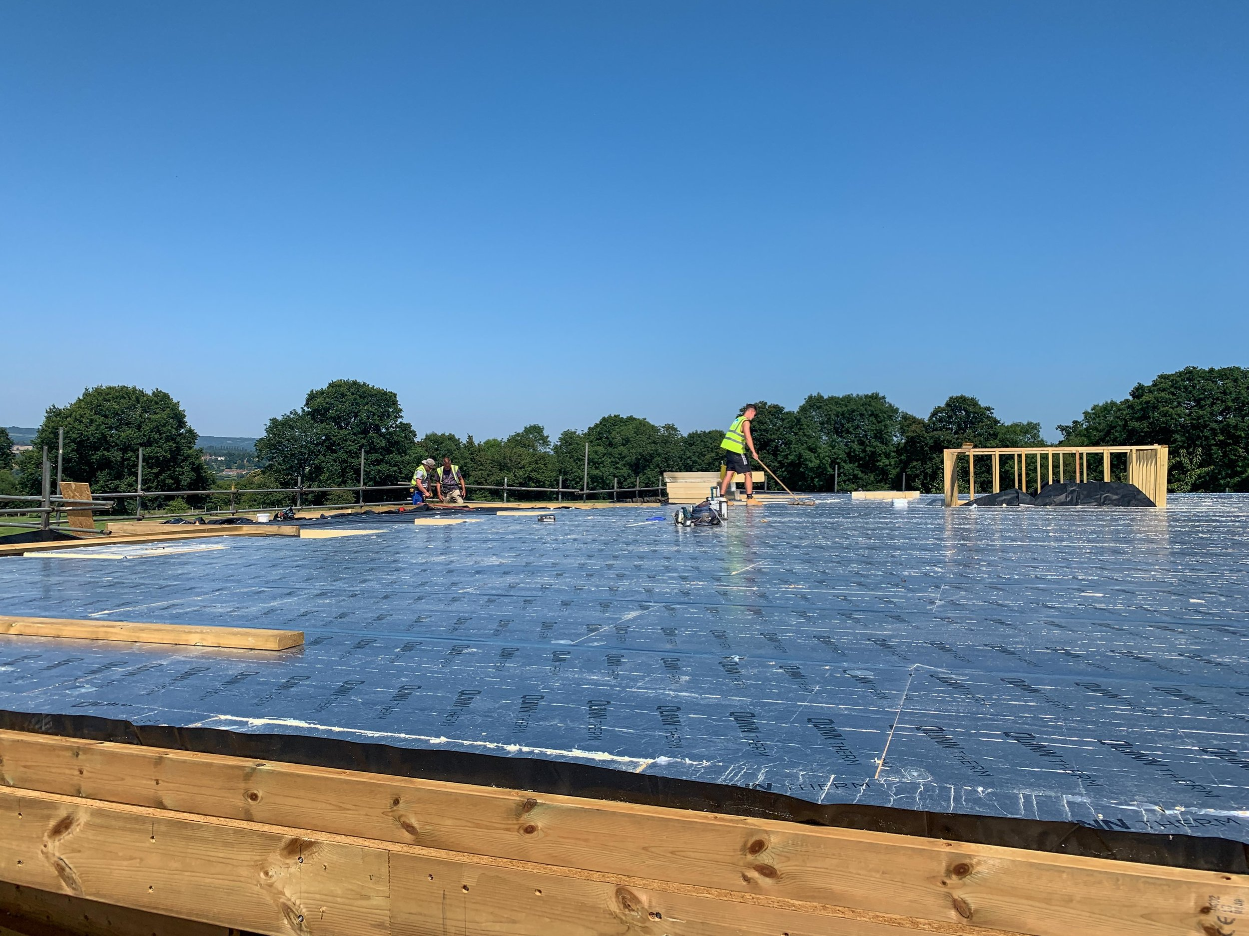 Hot weather for installing PIR insulation to the roof