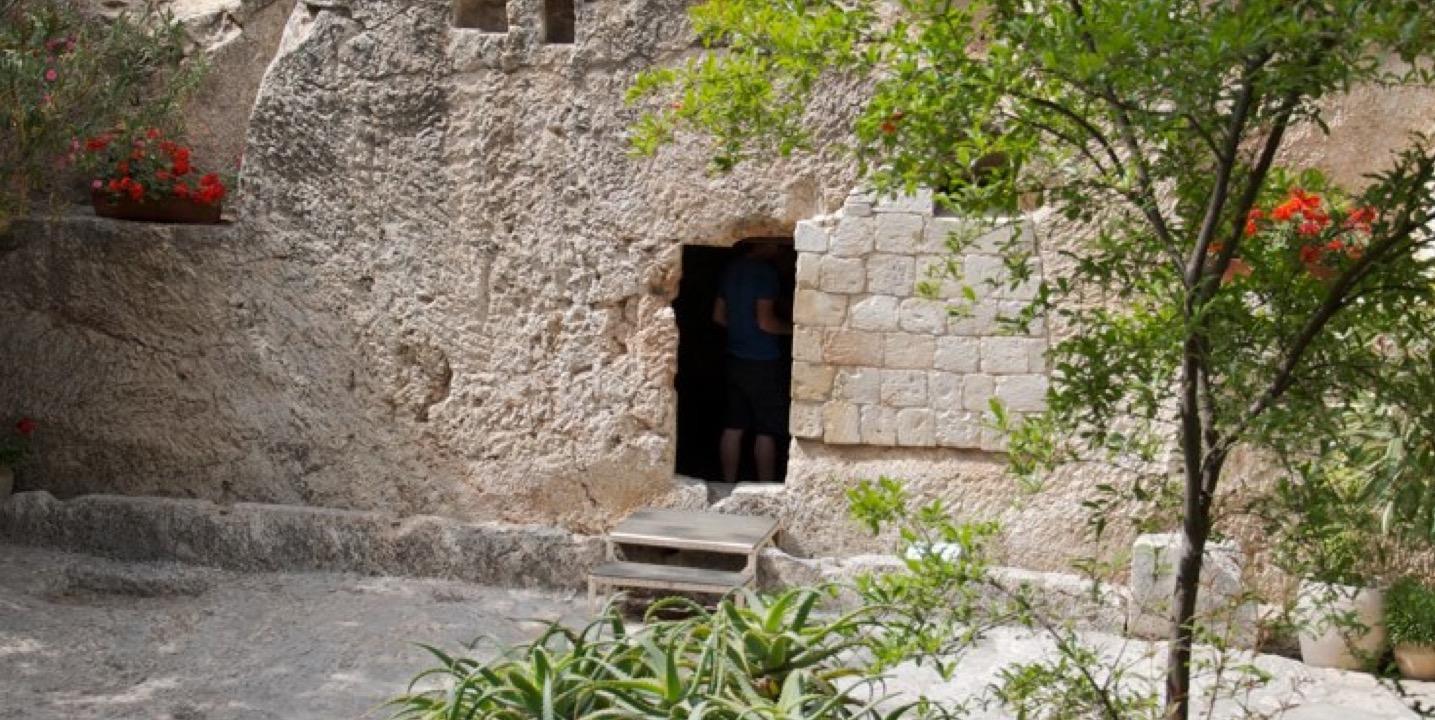 Garden Tomb Outside2.jpg