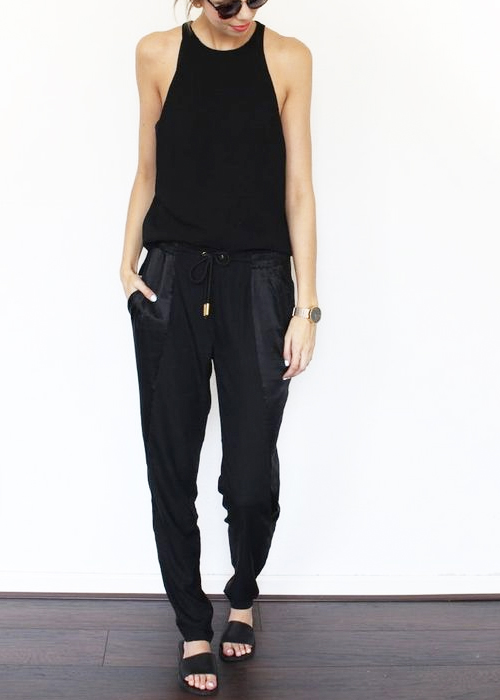 A casual way to wear jogger pants for the weekend.