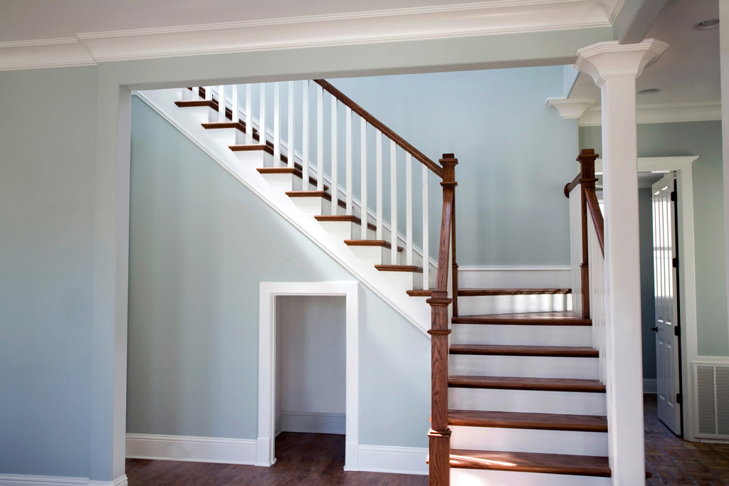 "Primed 5060 balusters, 6010 Colonial rail, and 8431 Red Oak return treads on an open ""L"" staircase with winder treads."