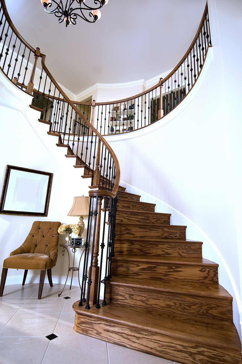 6010 Colonial Bending rail, PLAK01 and PLAK02 Metal balusters are shown on an all-oak curved staircase.