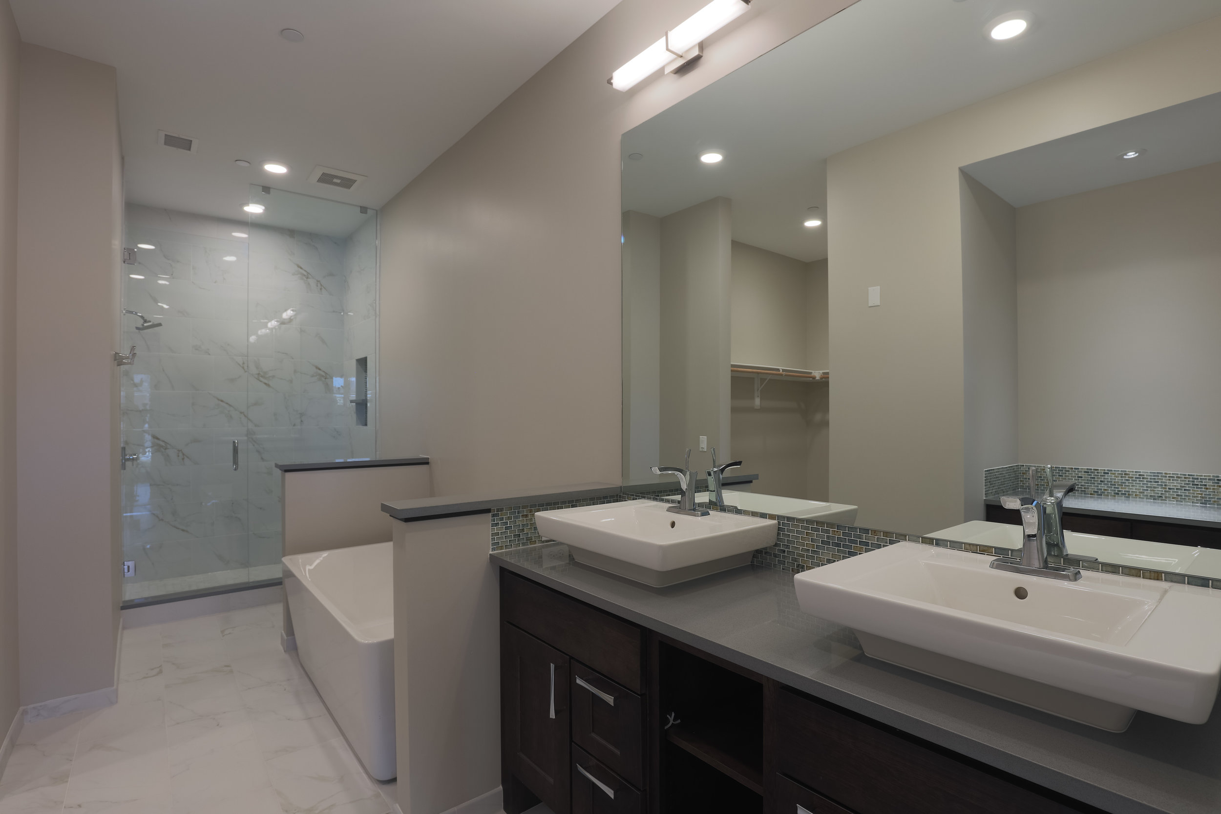 MINERS POINT  | 701 12th Street | Master Bath| Sold & Occupied Unit