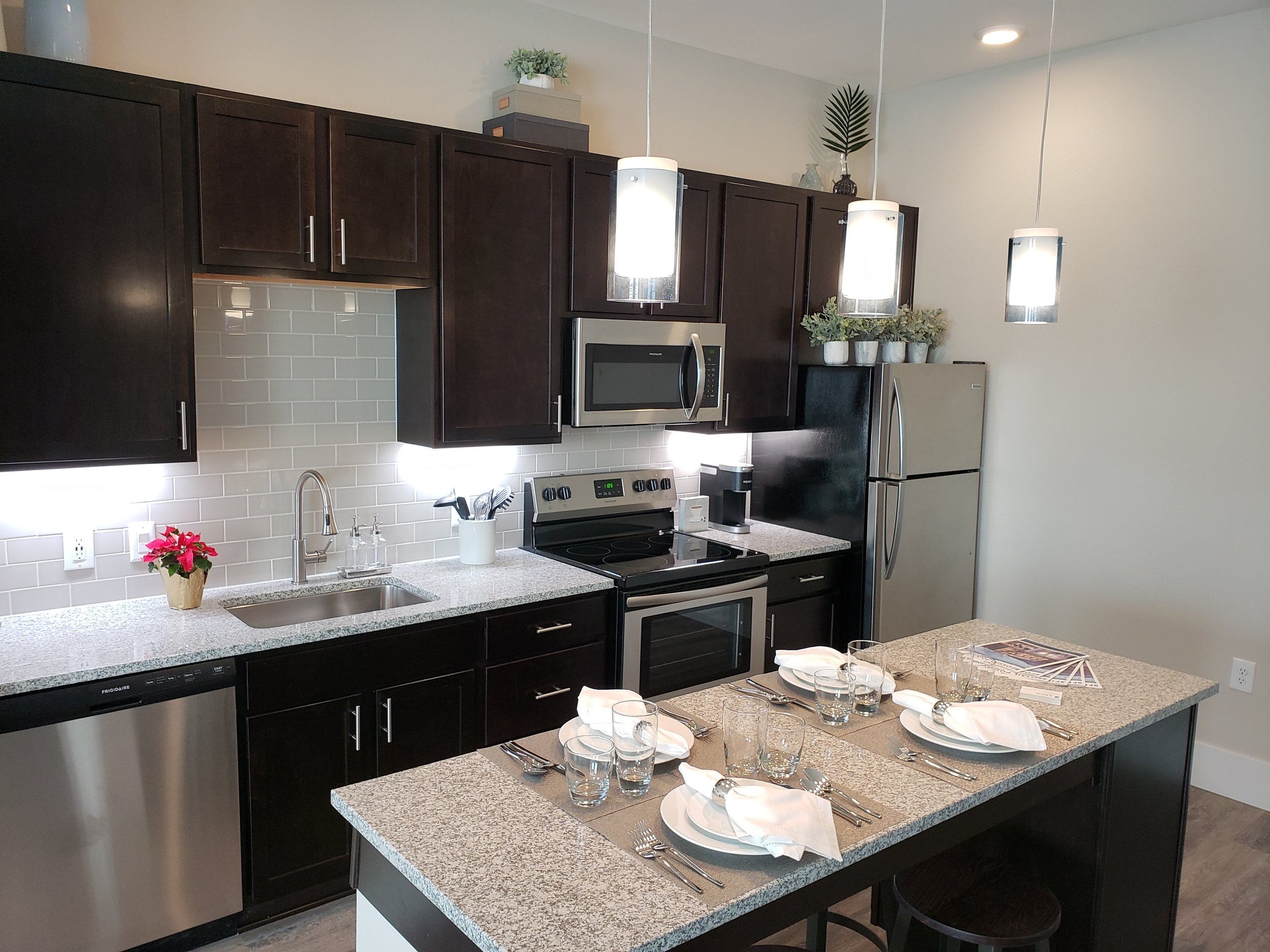 20181219_10265_Unit 201 Kitchen.jpg